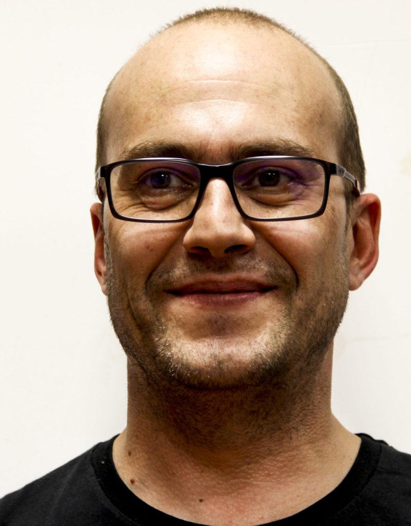 Carlos Olivares Secretario